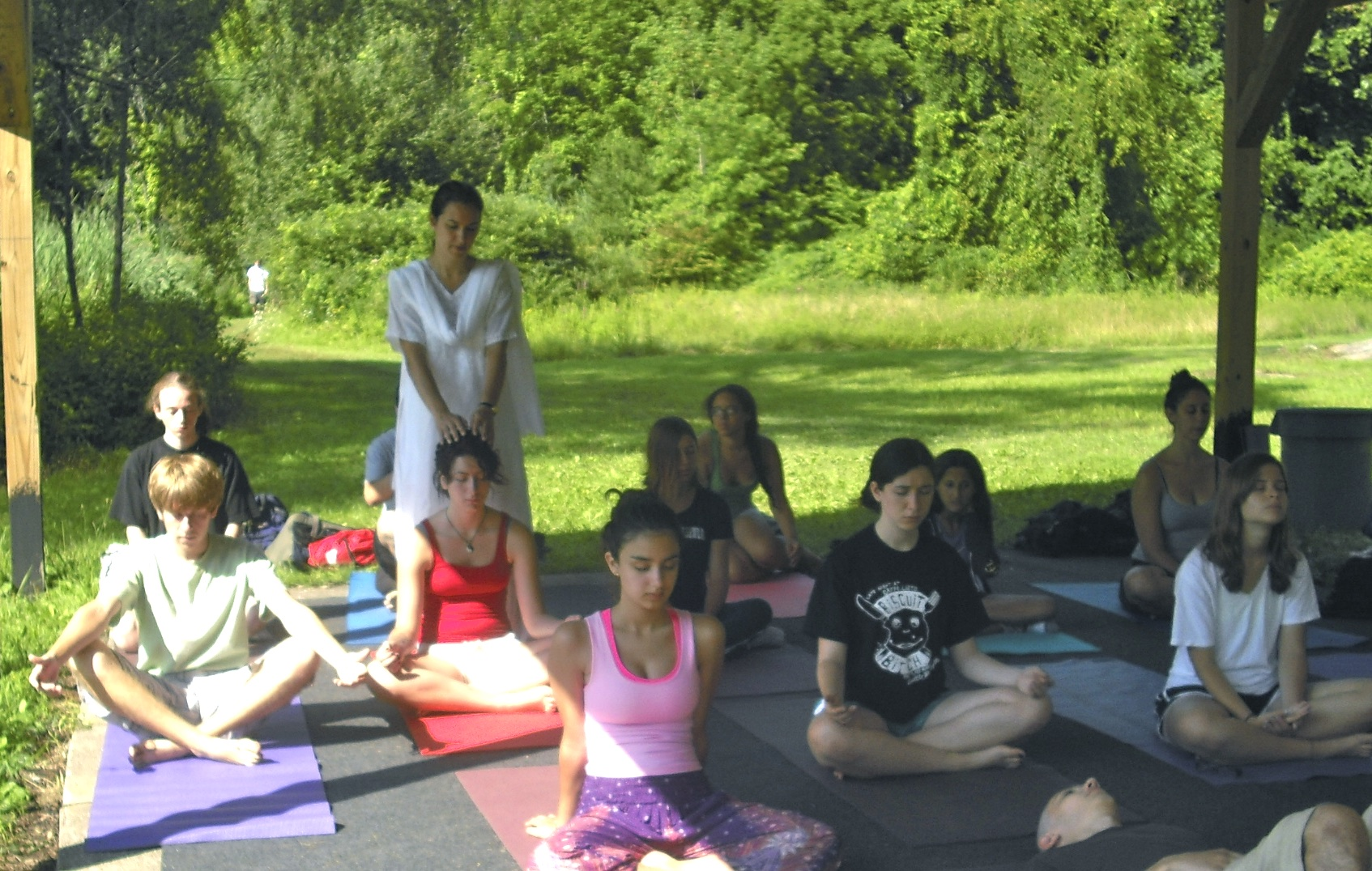 Teens-meditating-with-Veronica-Moya